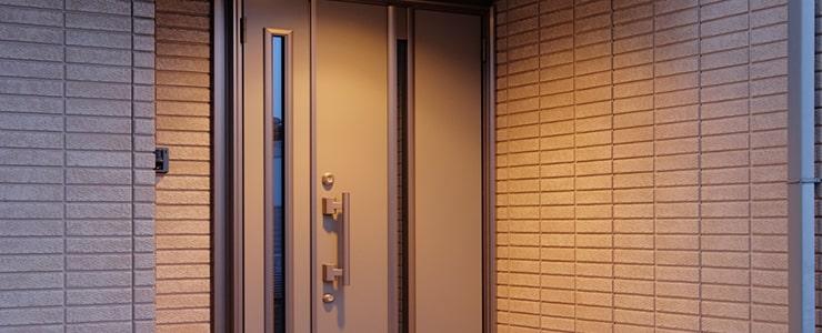 玄関は窃盗犯が侵入しやすい